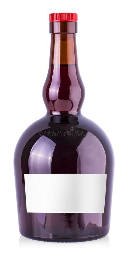 Bottiglia del vino rosso con l'etichetta isolata su fondo bianco immagini stock