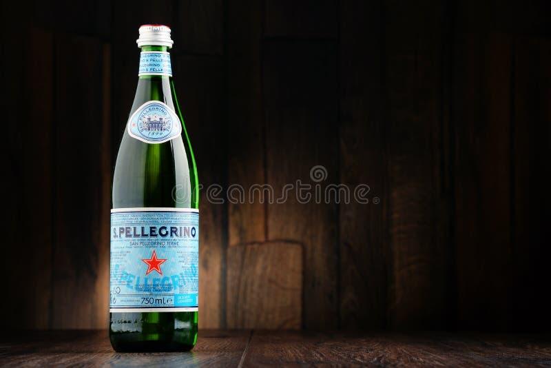 Bottiglia dell'acqua minerale di San Pellegrino fotografie stock libere da diritti