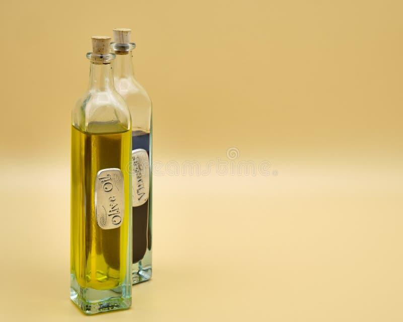 Bottiglia dell'olio di oliva fotografie stock libere da diritti