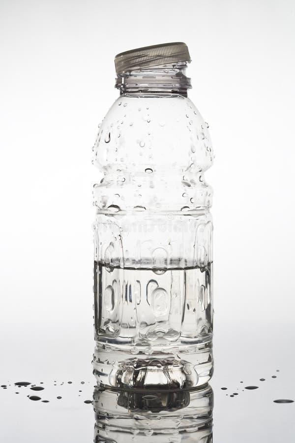 Bottiglia di acqua aperta fotografie stock libere da diritti