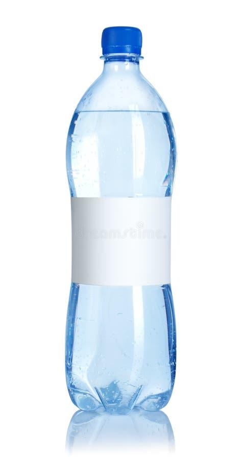 Bottiglia di acqua della soda con il contrassegno in bianco immagine stock