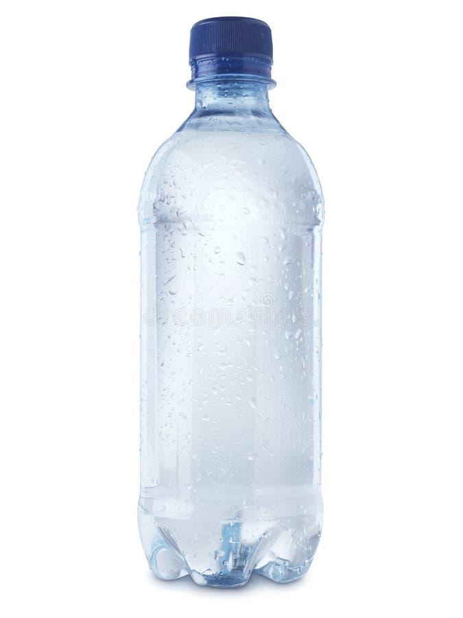 Bottiglia di acqua minerale tagliata sull'immagine di riserva bianco- fotografia stock libera da diritti