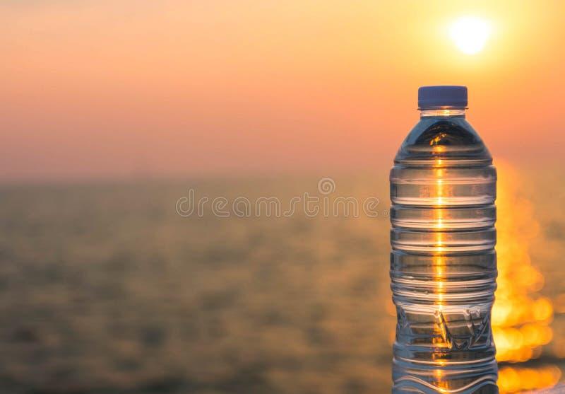 Bottiglia di acqua di plastica immagine stock