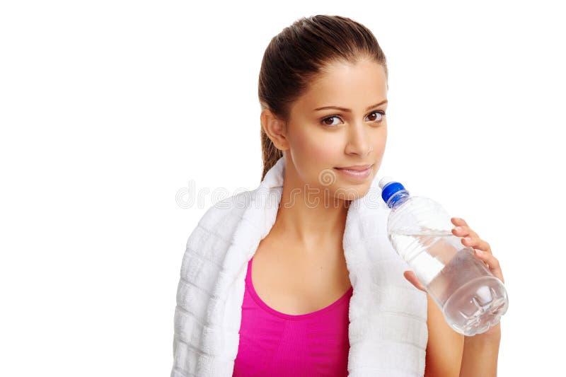 Bottiglia di acqua sana della donna immagine stock