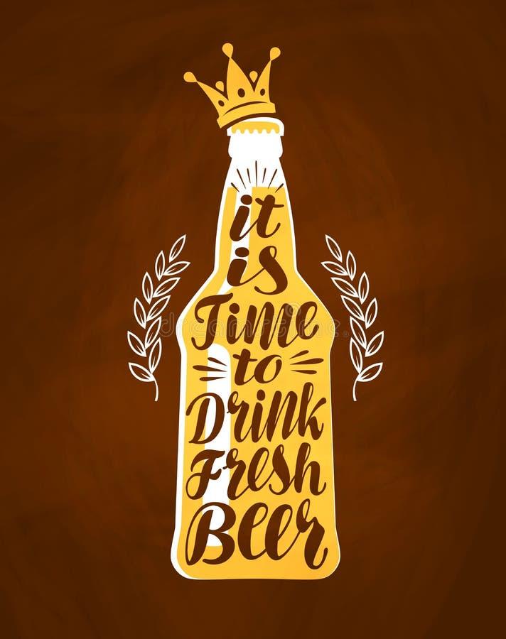 Bottiglia di birra con iscrizione disegnata a mano Disegno d'annata per il menu della barra Illustrazione di vettore royalty illustrazione gratis