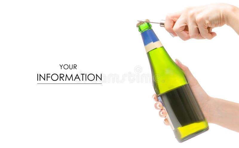 Bottiglia di birra con un modello delle apribottiglie a disposizione fotografia stock