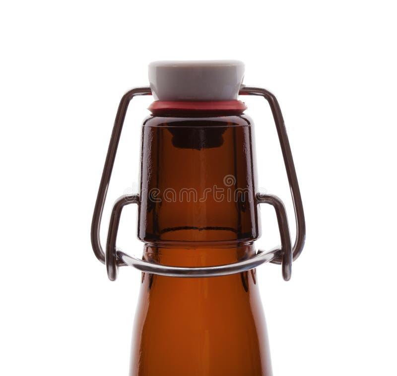 Bottiglia di birra della cima dell'oscillazione di Brown fotografia stock libera da diritti