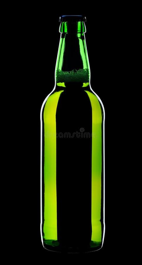 Bottiglia di birra, isolata su una priorità bassa nera fotografia stock libera da diritti