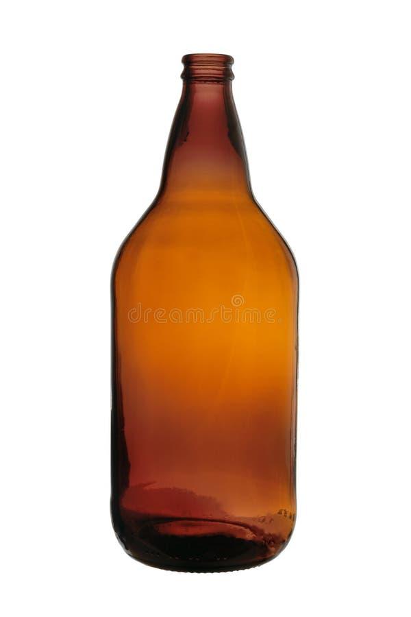 Bottiglia di birra vuota da vetro scuro su un fondo bianco fotografia stock libera da diritti