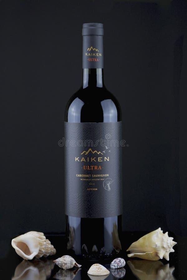 Bottiglia di Kaiken di vino rosso fotografia stock