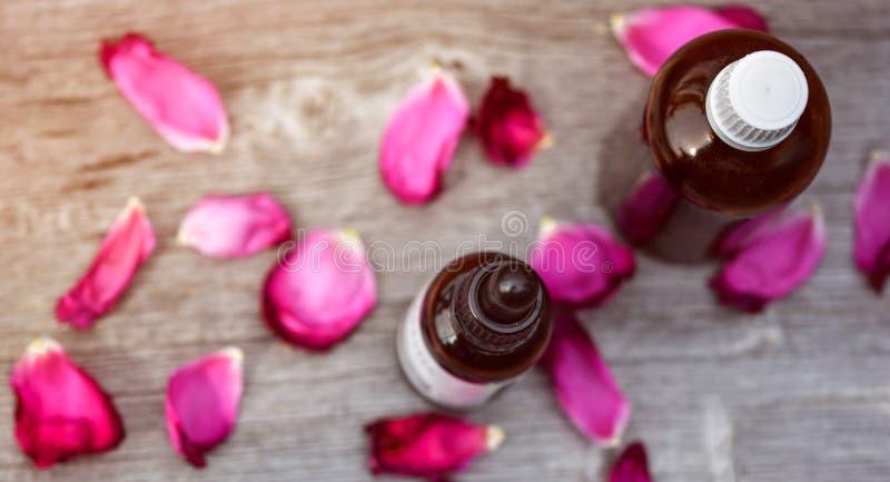 Bottiglia di oli essenziali fotografie stock libere da diritti