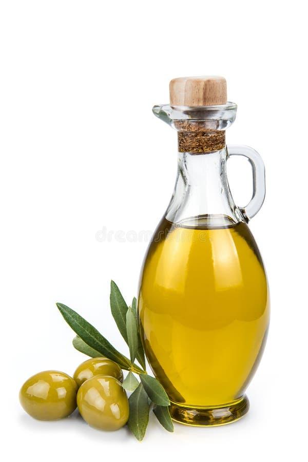 Bottiglia di olio d'oliva isolata su un fondo bianco. fotografie stock