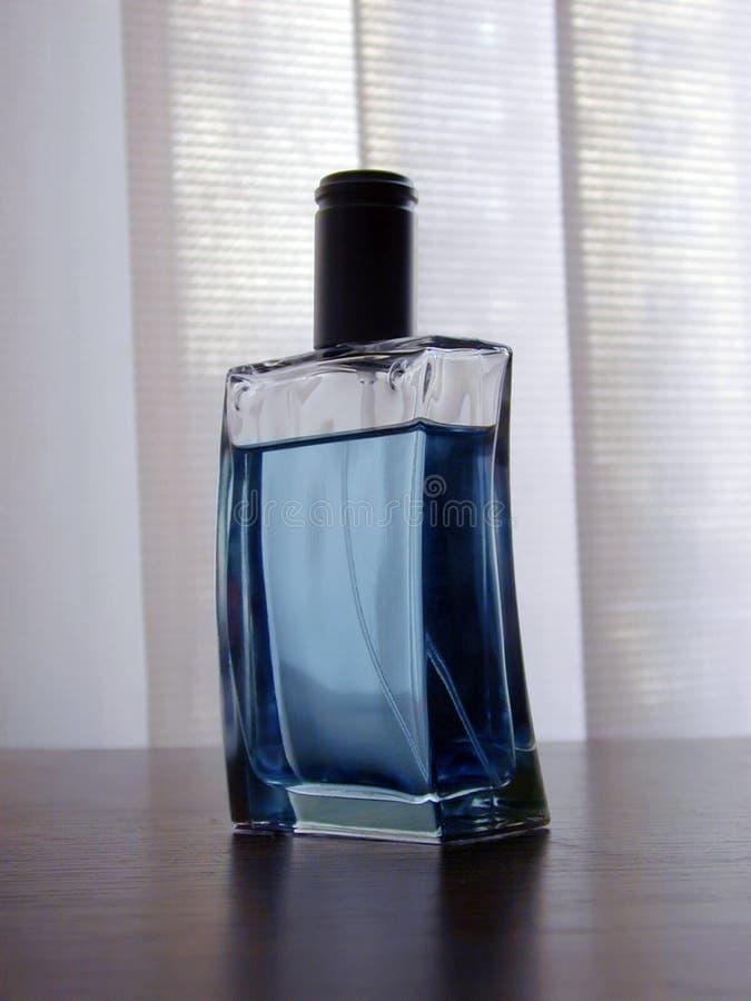 Download Bottiglia di Parfume immagine stock. Immagine di capelli - 450049