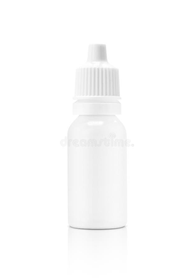 Bottiglia di plastica bianca d'imballaggio in bianco per la medicina liquida del contagoccia fotografia stock libera da diritti