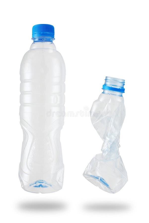 Bottiglia di plastica riciclata su priorità bassa bianca. immagini stock libere da diritti
