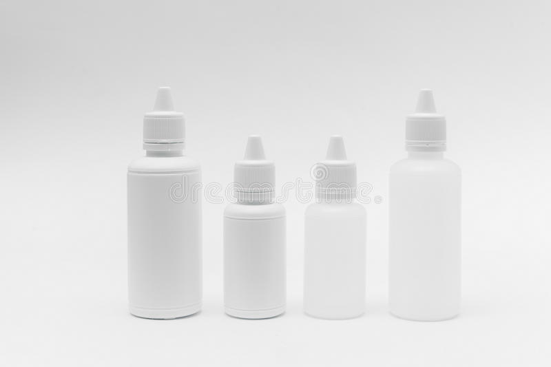 Bottiglia di plastica su priorità bassa bianca immagine stock