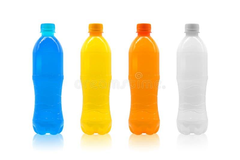Bottiglia di plastica variopinta isolata su fondo bianco Modello del pacchetto della bevanda dell'acqua per la vostra progettazio fotografia stock