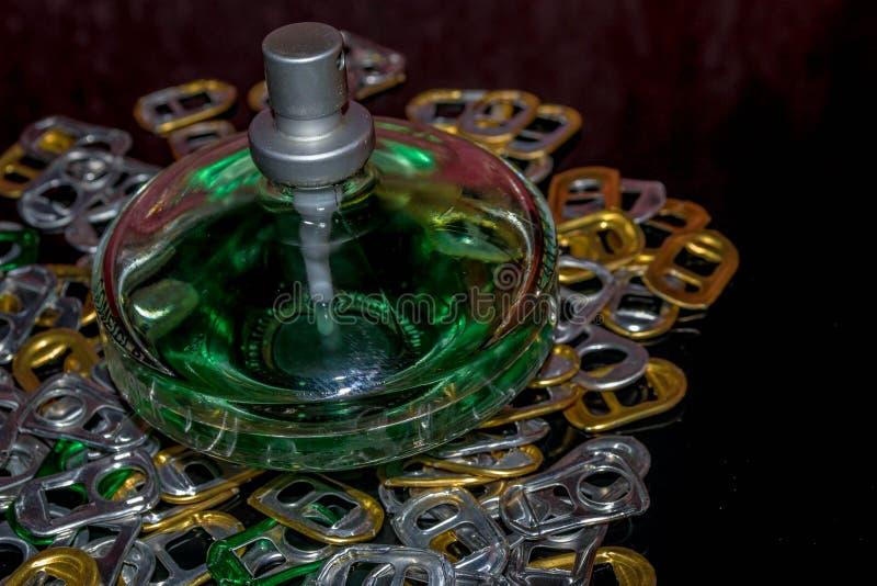 Bottiglia di profumo immagini stock libere da diritti