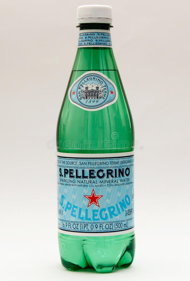 Bottiglia di San Pellegrino fotografie stock