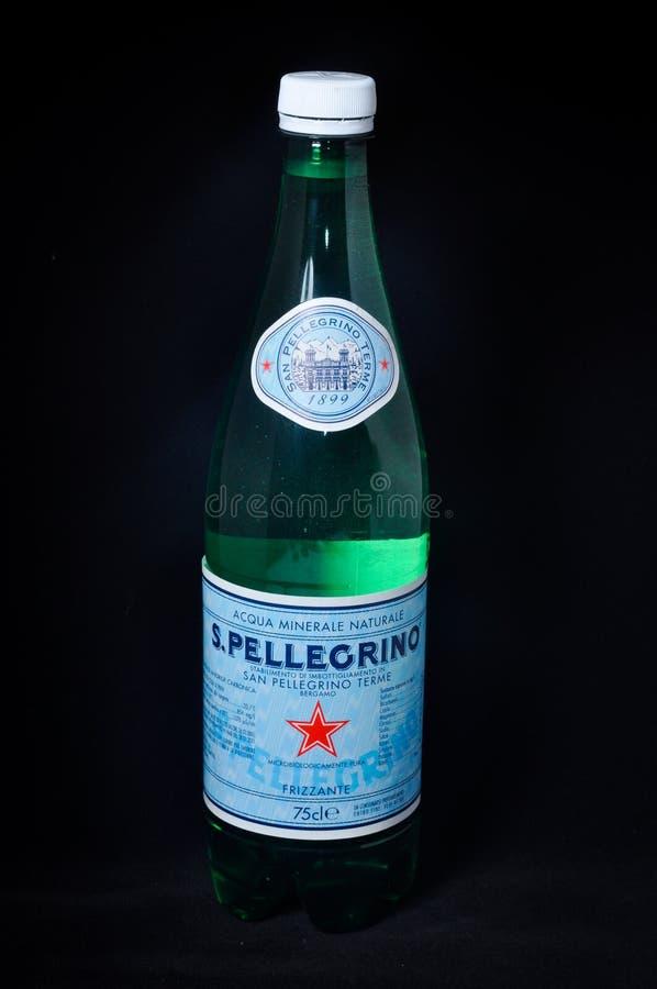 Bottiglia di San Pellegrino di acqua immagine stock libera da diritti