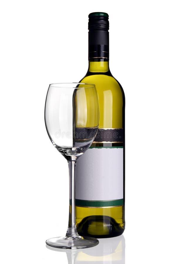 Bottiglia di vino bianco con il vetro di vino immagini stock libere da diritti
