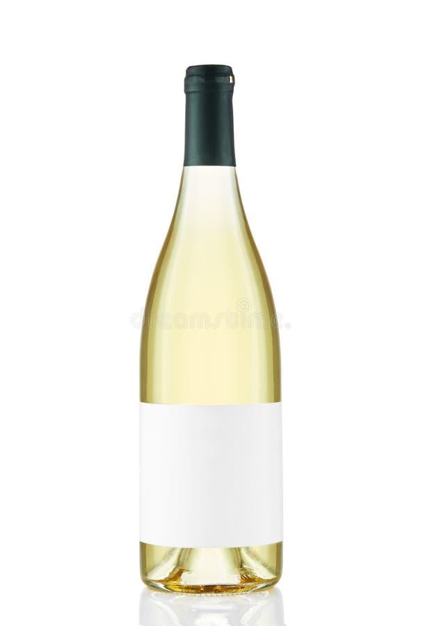 Bottiglia di vino bianco con l'etichetta in bianco isolata su fondo bianco fotografia stock