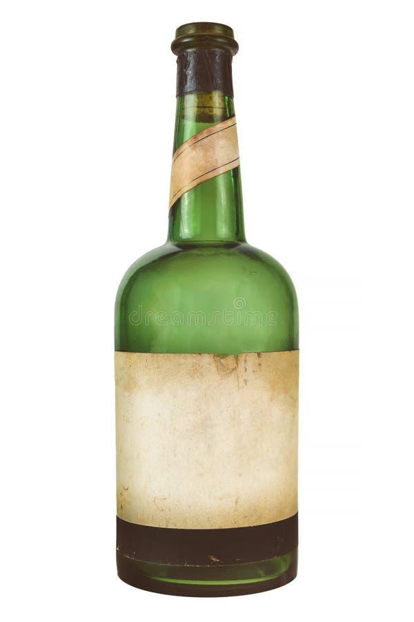 Bottiglia di vino d'annata con l'etichetta in bianco stagionata isolata su bianco fotografie stock