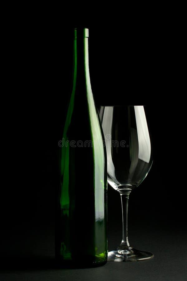 Bottiglia di vino e vetro di vino immagini stock