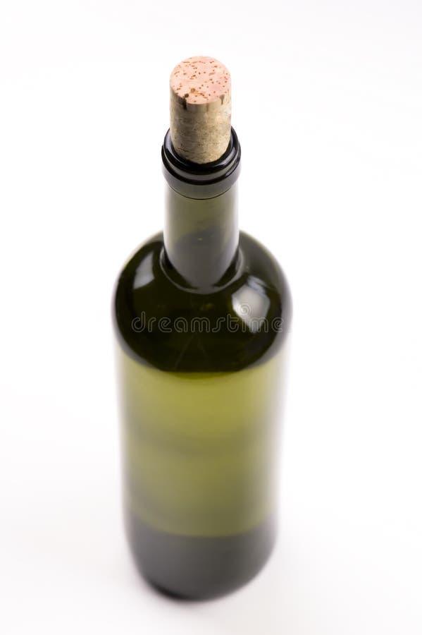 Bottiglia di vino isolata su priorità bassa bianca. fotografie stock