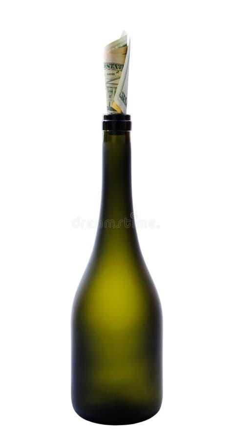 Bottiglia e dollari. fotografia stock libera da diritti