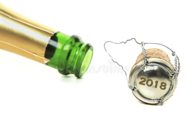 Bottiglia e sughero del champagne e con il nuovo anno 2018 sul sughero fotografia stock