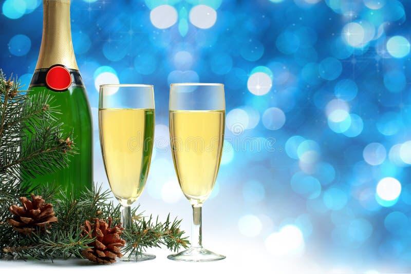 Bottiglia e vetri di champagne fotografie stock