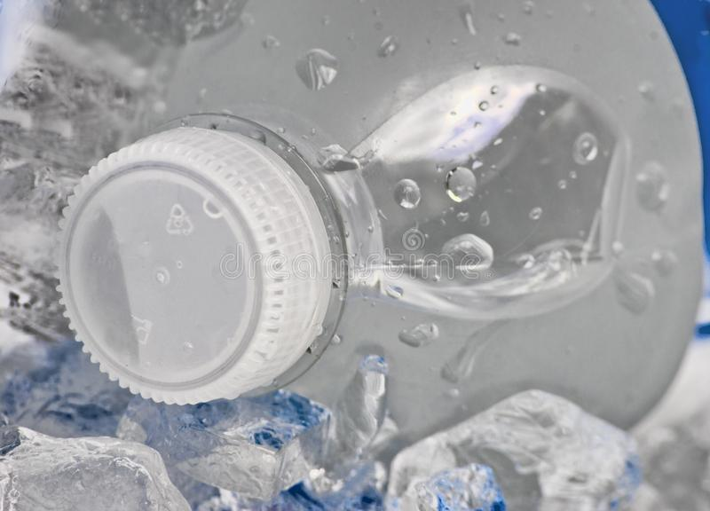 Bottiglia fredda di acqua fotografia stock libera da diritti