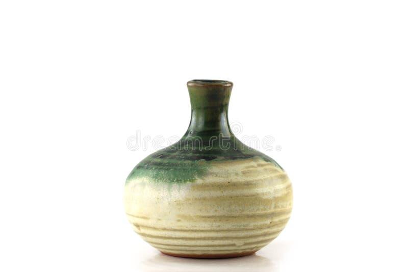 Bottiglia giapponese di causa su fondo bianco immagini stock