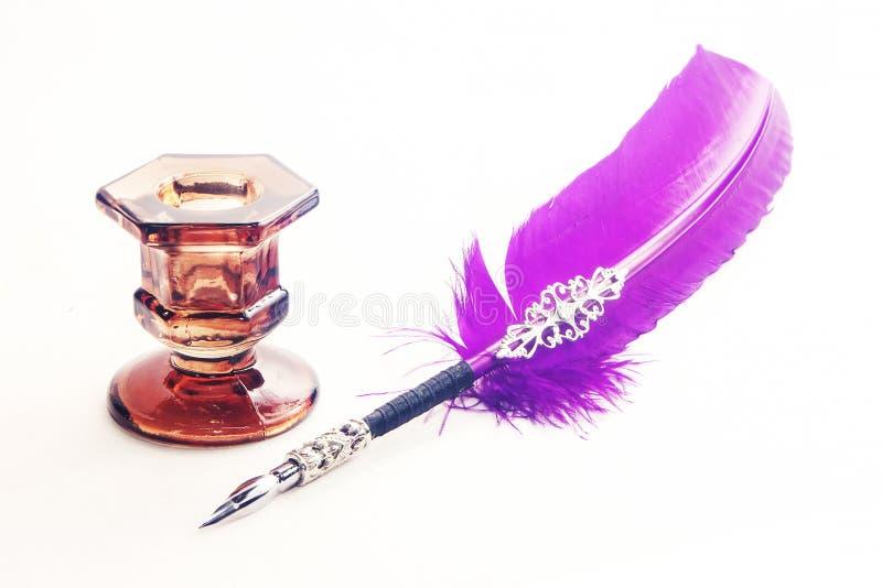 Bottiglia a penna ed inchiostro della piuma immagini stock libere da diritti