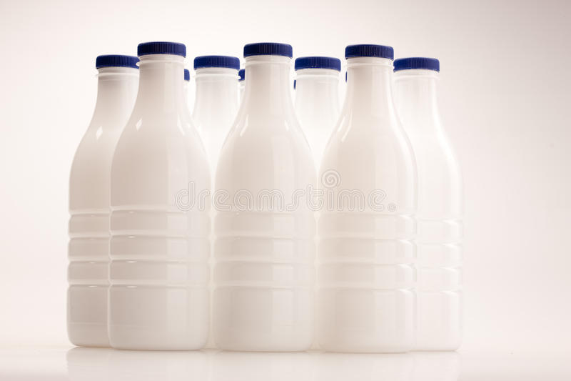 Bottiglia per il latte di plastica immagini stock libere da diritti