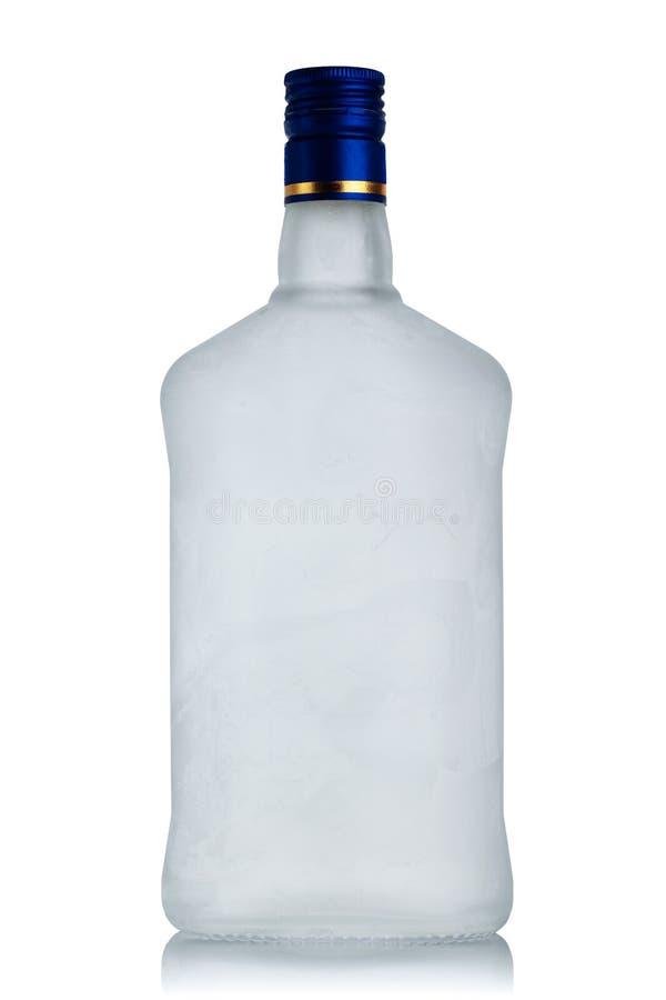 Bottiglia raffreddata della vodka con gelo fotografia stock libera da diritti