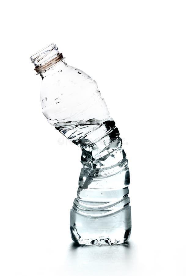 Bottiglia schiacciata di acqua fotografie stock libere da diritti