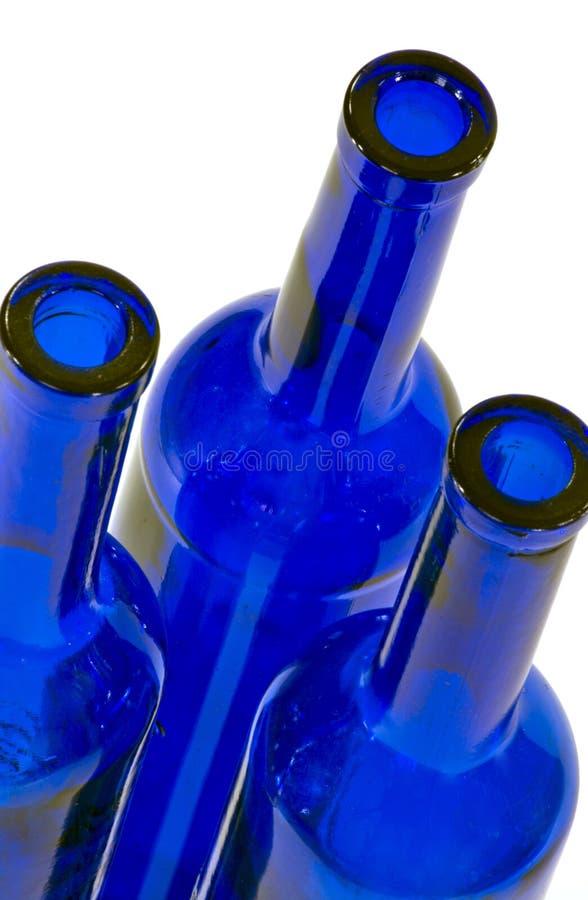 Bottiglie blu ad angolo - parti superiori fotografie stock