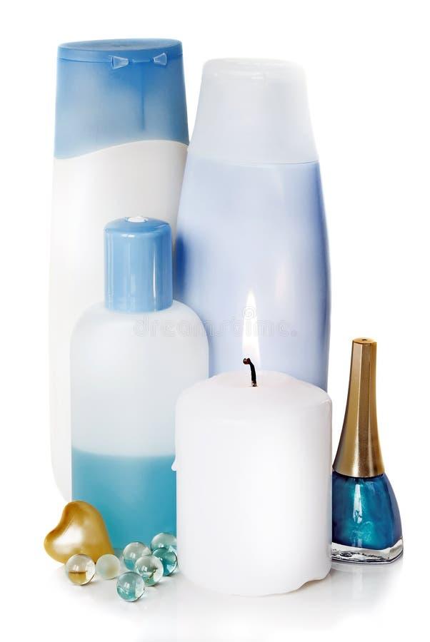Download Bottiglie Con Differenti Cosmetici E Candela Bruciante Immagine Stock - Immagine di plastica, contenitore: 30831057