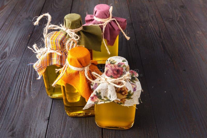 Bottiglie con differenti generi di olio vegetale fotografia stock