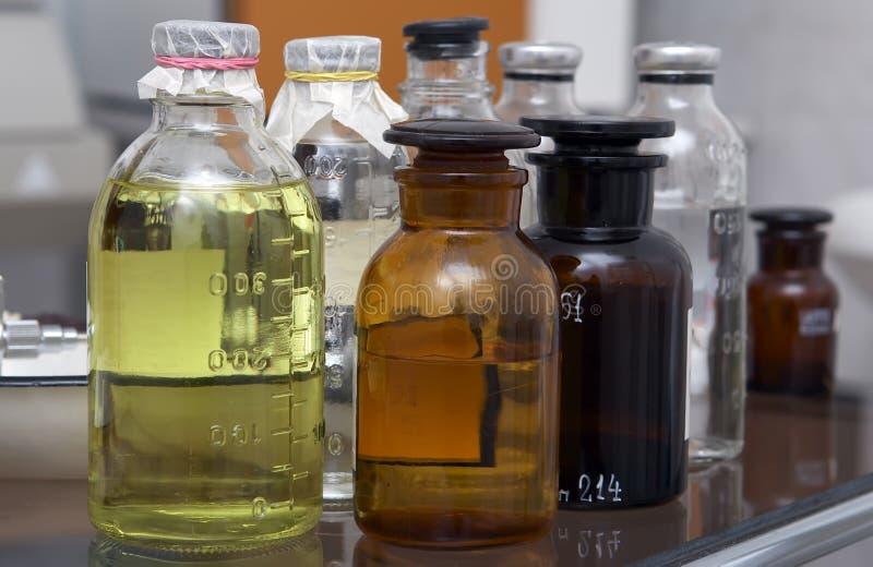 Bottiglie con medicinale fotografia stock