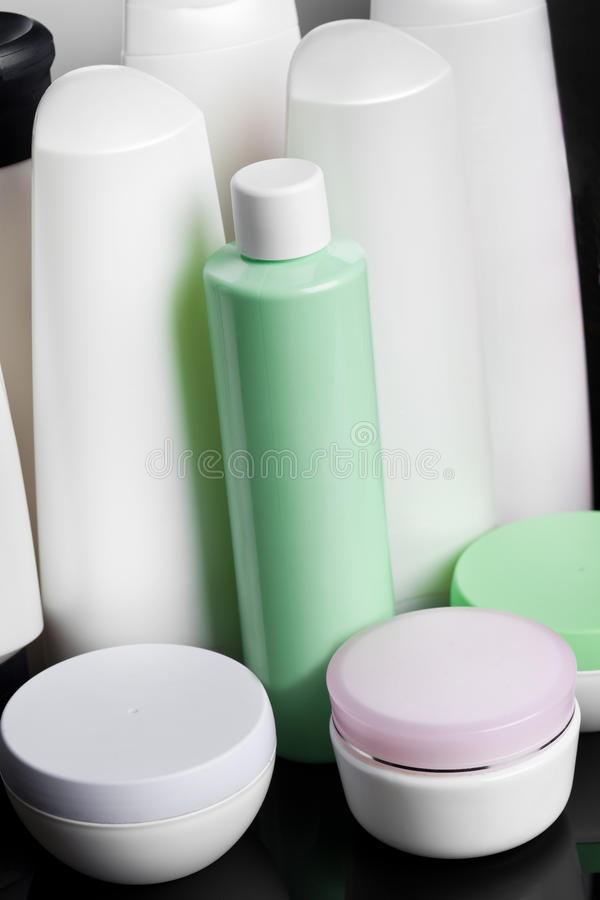 Bottiglie con sciampo fotografia stock libera da diritti