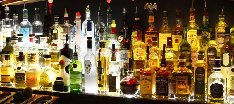Bottiglie di alcool fotografie stock libere da diritti