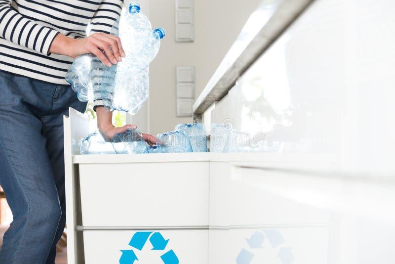 Bottiglie di plastica di segregazione fotografia stock libera da diritti