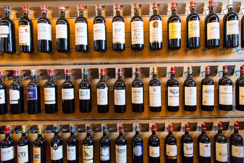 Bottiglie di vino francese fotografie stock