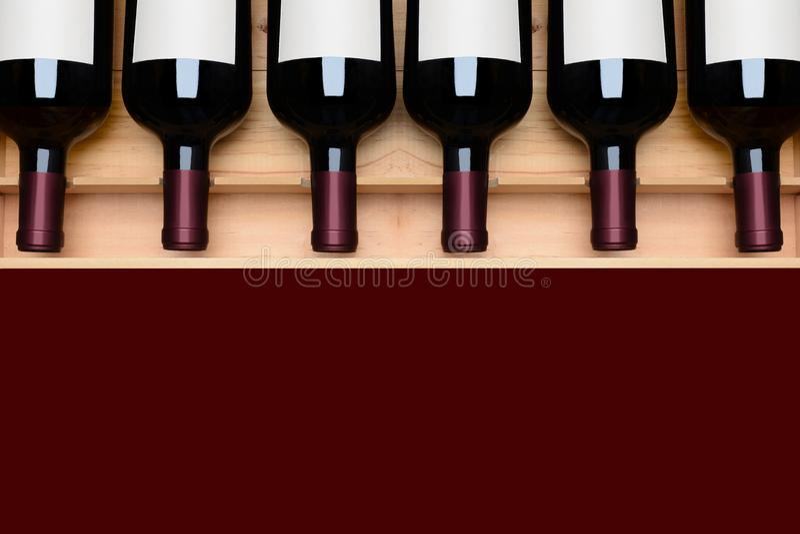 Bottiglie di vino nel caso etichette dello spazio in bianco per il menu fotografie stock libere da diritti