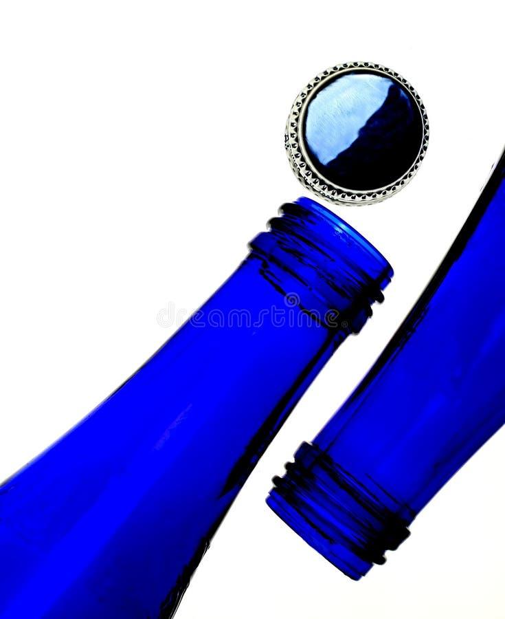 Bottiglie e protezione dell'azzurro di cobalto fotografia stock libera da diritti