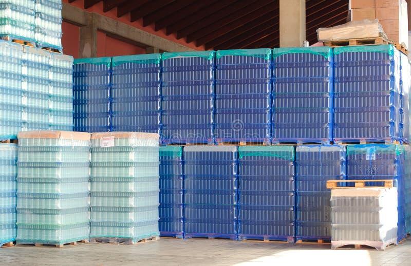 Bottiglie per la fabbricazione di vino fotografia stock libera da diritti