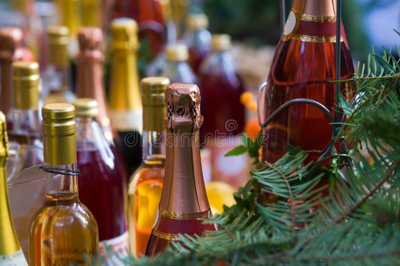 Bottiglie variopinte del champagne immagini stock libere da diritti